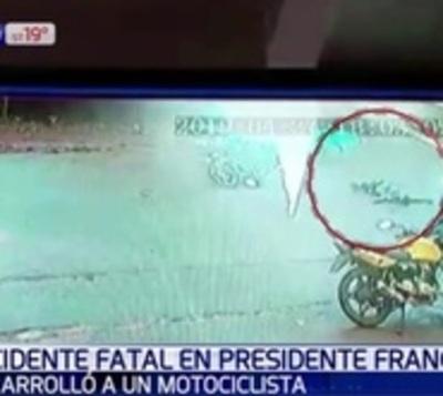 Motociclista rozó vehículo y cayó contra las ruedas de un bus