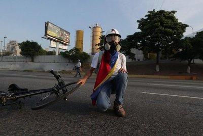 Se escuchan disparos cerca de base aérea de Caracas