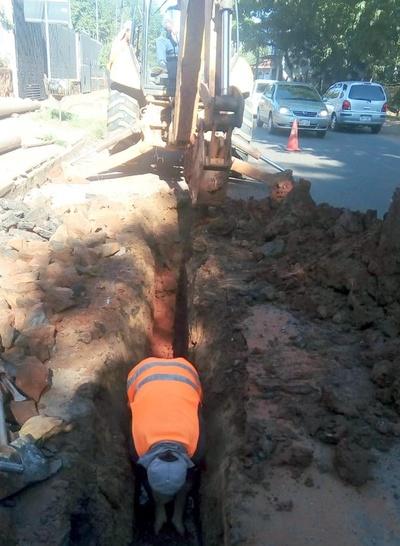 Essap beneficiará a 500 clientes de San Lorenzo con colocación de tuberías en microcentro