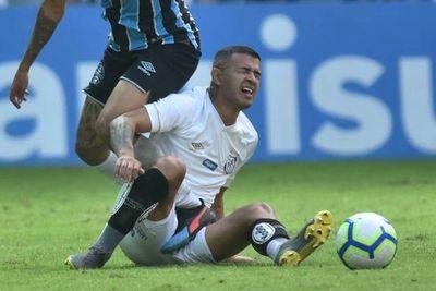 Derlis González, baja en el Santos