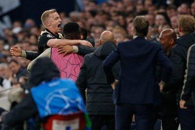 Ajax dio otro golpe en Londres