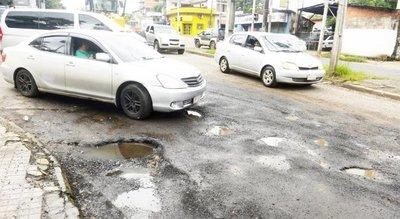 Asunción sigue con calles destrozadas, pese a declaración de emergencia vial
