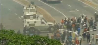 Tanquetas chavistas asesinas atropellaron a manifestantes