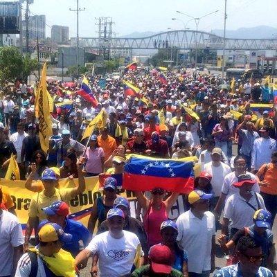 Juan Guaidó anuncia paro escalonado y luego una huelga general