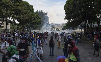 Al menos 27 heridos dejan violentos disturbios en Caracas