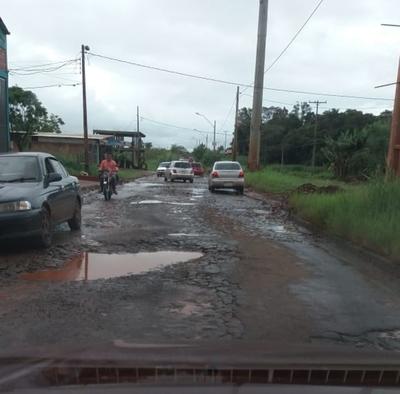 Bacheo aún no tapó enormes pozos de avenida Julio César Riquelme