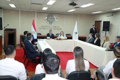 Ejecutivo llevó reconocimiento al trabajo de fiscales anticorrupción