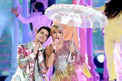 Mirá la presentación de Taylor Swift junto a Brendon Urie en los BBMAs
