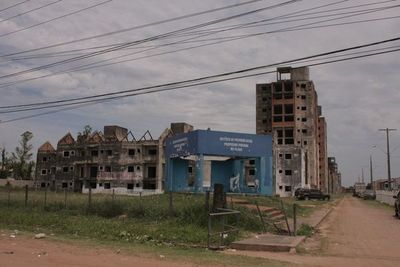 Plantean que edificios públicos en desuso se conviertan en viviendas