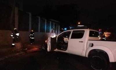 Camioneta chocó contra la columna del Buen Pastor
