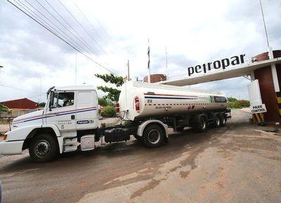 Denuncian que Petropar estaría maniobrando para acelerar suba de combustible