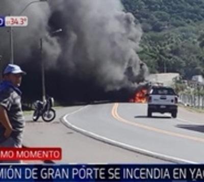 Camión de gran porte se incendia tras accidente en Yaguarón