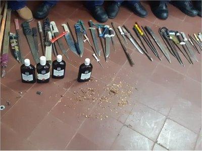 Incautan decenas de armas blancas en cárcel de San Pedro
