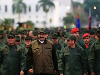 Maduro llama a militares a
