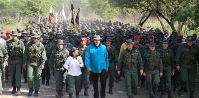 Maduro pidió a militares estar listos para defender al país de un ataque de EE.UU.