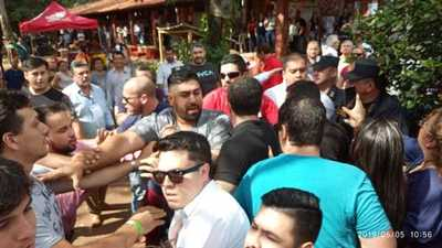 CDE: A golpes por supuestas boletas marcadas
