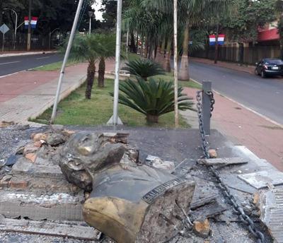 Destruyen monumento a Bernardino Caballero en CDE