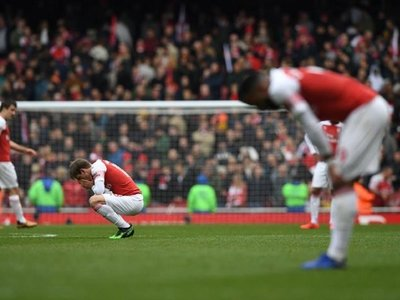 El Arsenal se queda virtualmente fuera de la pelea por la 'Champions'