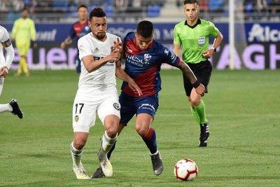 Valencia revive y envía a Huesca a Segunda