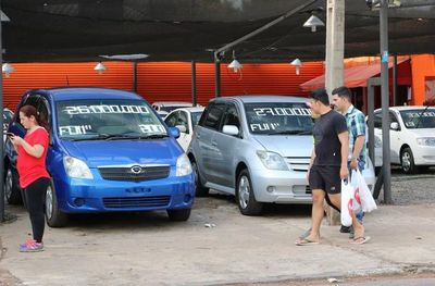 Importadores de vehículos usados se manifiestan en Roque Alonso