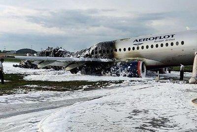 Piloto apunta a un rayo como causa del accidente del avión ruso