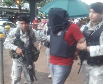 """HOY / """"El Padrino"""" y un cómplice. dos  referentes fronterizos del PCC  son expulsados al Brasil"""