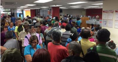 Nicolás Maduro elimina restricciones a bancos para comprar y vender dólares