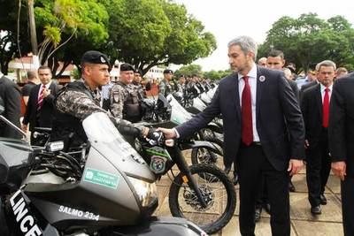 Yacyretá entrega ambulancias a Salud y 100 motocicletas para el Grupo Lince