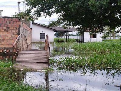 Asisten a 68 familias afectadas por inundaciones en Villeta