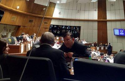 Diputados blindan a Rivas y dilatan el retiro de fueros