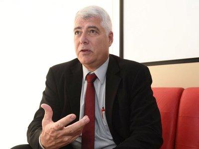 Wiens realiza cambios en  comité que evalúa ofertas, tras  protestas
