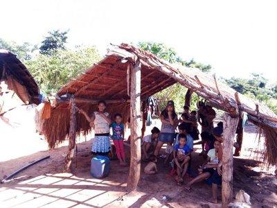 Piden ayuda para viuda embarazada y seis hijos de indígena abatido