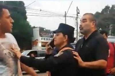 HOY / Felicitan a policía que intervino en conflicto entre Chila y chofer