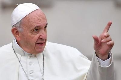 Papa Francisco pide combatir los abusos a monjas
