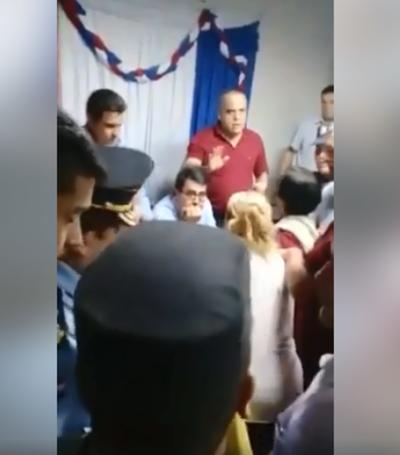 Escrachan a Bachi Núñez en José Falcón