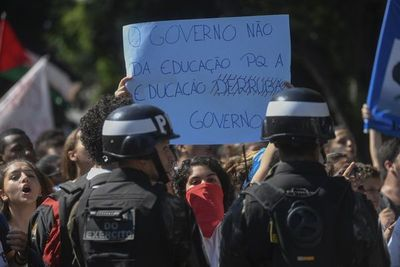 La cruzada ideológica de Bolsonaro golpea a la educación en Brasil