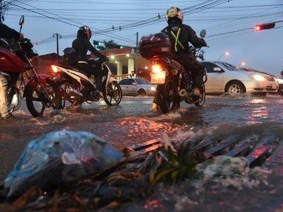 Lluvias inundan un refugio en Asunción y dos asentamientos en Villeta