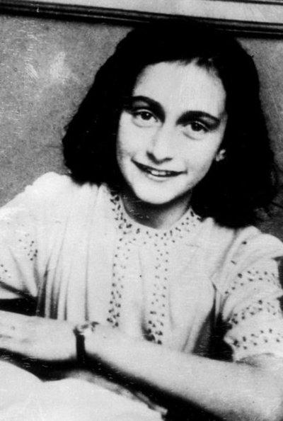 Publican por primera vez versión completa del diario de Anna Frank