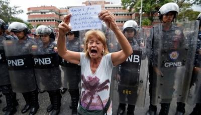 Venezuela: Oposición sale a las calles tras las represalias de Maduro