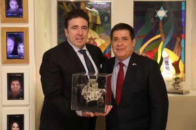"""La organización """"Amigos de Zion"""" brinda reconocimiento a Horacio Cartes"""