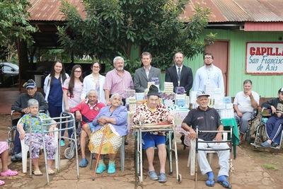 Fundación Tesãi entregó medicamentos a hogar de ancianos de Hernandarias