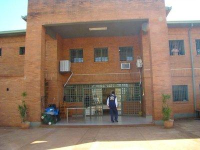 Abogado denuncia desacato de orden judicial en penal de Itapúa
