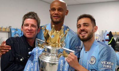 Noel Gallagher celebró la victoria del Manchester City cantando Wonderwall junto a los jugadores en el vestuario