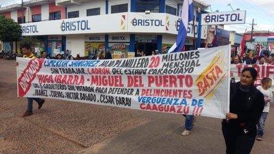 Escrachan a diputados caaguaceños en desfile estudiantil
