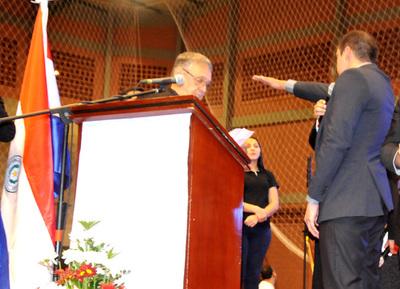 Prieto asume como intendente y promete erradicar corrupción de la comuna esteña