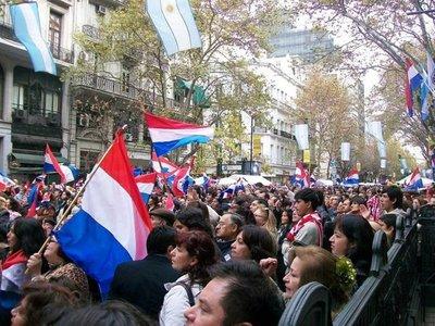 Paraguayos en Argentina organizan manifestación contra cobro de aranceles