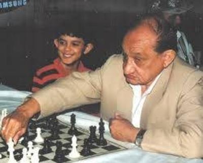 """HOY / El maestro de ajedrez que 'le  puteaba' a Strossner: """"Pará ahí  general, no hagas una cagada'"""