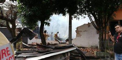 Bomberos controlan incendio registrado en una carpintería