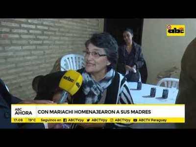 Con mariachi homenajearon a sus madres