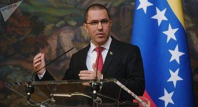 Arreaza: Venezuela evalúa una respuesta recíproca a la irrupción en su Embajada en Washington